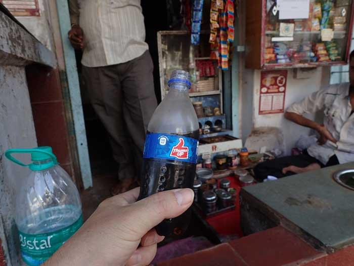 インドの清涼飲料水サムズアップ