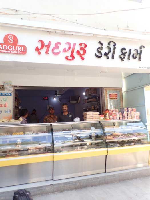 インド、グジャラート州、ジャムナガルのパン屋