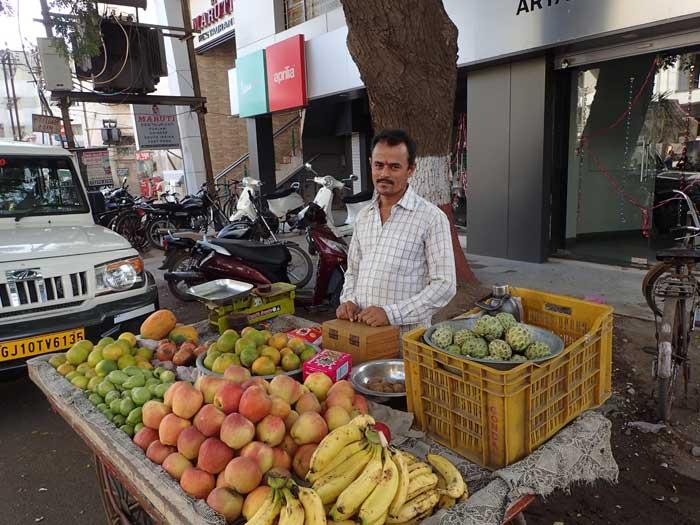 インド、グジャラート州、ジャムナガルの果物屋