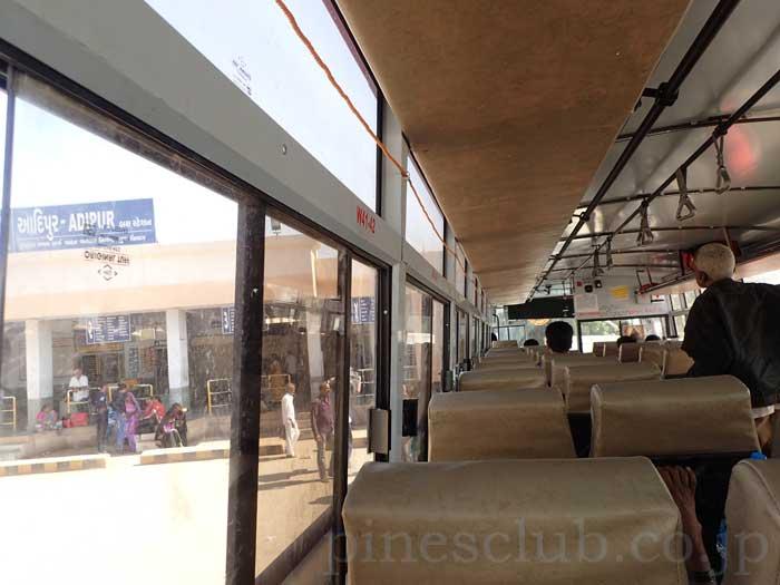 インド、グジャラート州、アディプールのバススタンド