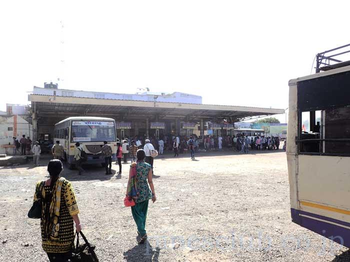 インド、グジャラート州、ブジのバススタンド