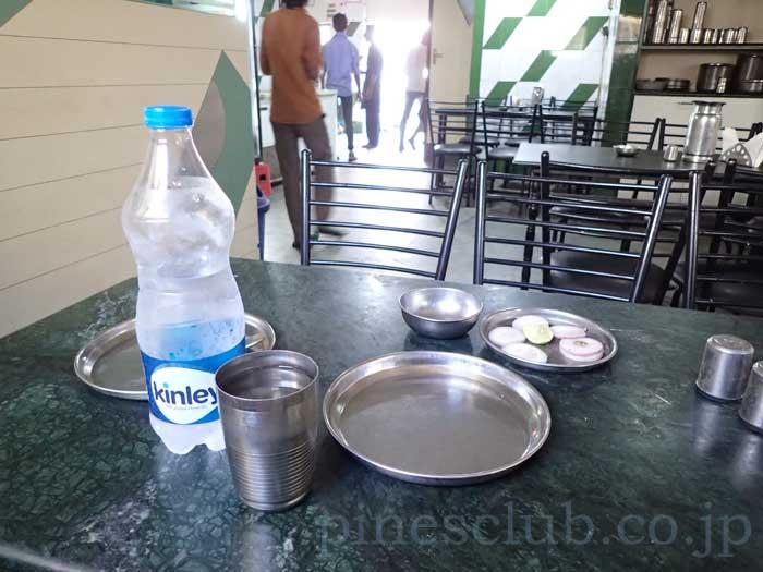 インド、グジャラート州、ブジのレストラン