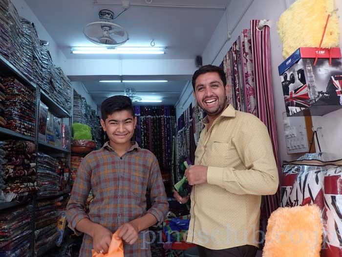 インド、グジャラート州、ブジの布屋