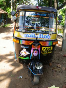 インド・きれいに塗装されたオートリキシャ