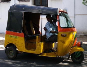 インド・旧フランス領のオートリキシャ