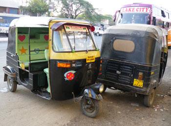 インド・標準塗装のオートリキシャ