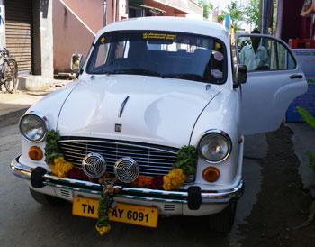 インド・白塗りのアンバサダー