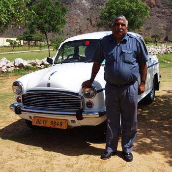 インド・アンバサダーのツーリストタクシー
