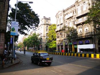 インド・ムンバイで活躍するパドミニのタクシー